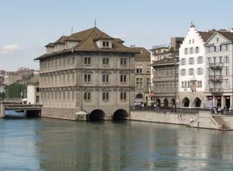 Zürich városháza a Zimmat folyón